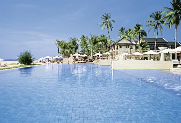 Hotel Apsara Beachfront Resort & Villa