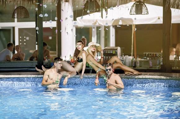 COOEE Mimosa Sunshine Hotel
