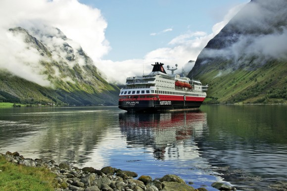 Hotel Erlebnisreise Hurtigruten: Reise über den Polarkreis, Kreuzfahrt / Kittilä/Bergen