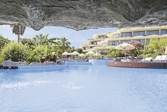 Crystal Sunrise Queen Resort & Spa