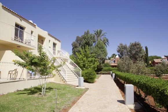 Makronisos Village Club